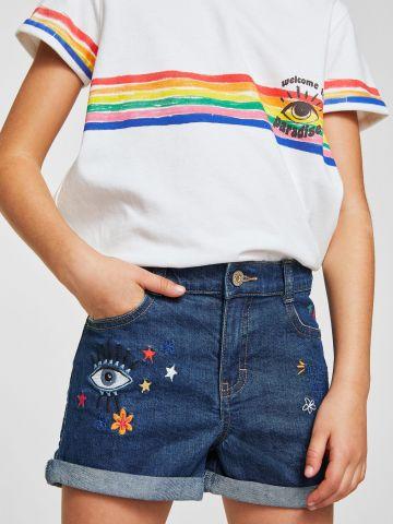 ג'ינס קצר עם פאצ'ים ועיטורי רקמה צבעוניים / בנות