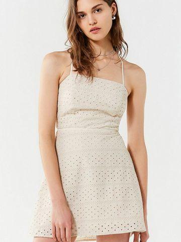 שמלת מיני עם עיטורי רקמה UO