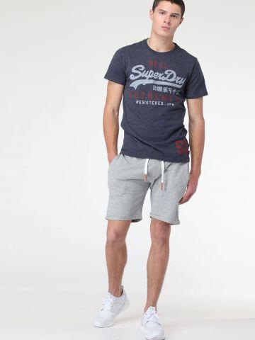 מכנסי טרנינג קצרים עם קיפולים