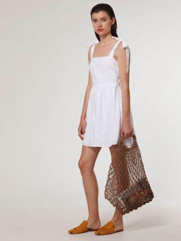 שמלת מיני בעיטור רקמה עם כתפיות קשירה