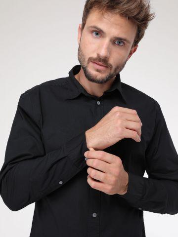 חולצה מכופתרת בגזרה קלאסית