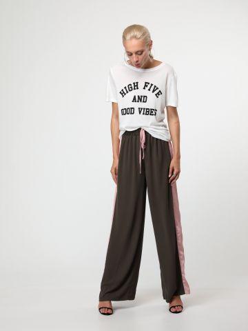 מכנסיים רחבים עם פסי סאטן בצדדים