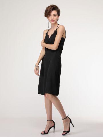 שמלת קומביניזון עם עיטורי תחרה