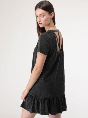 שמלת טי שירט סיומת פפלום ורצועות בגב