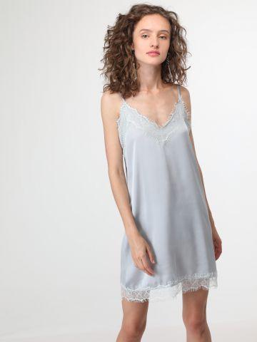 שמלת מיני מבד שקפקף עם עיטורי תחרה