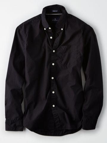 חולצה מכופתרת עם כיס ולוגו