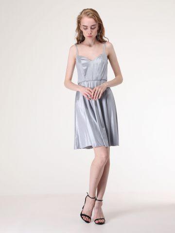 שמלה מטאלית עם גב פתוח