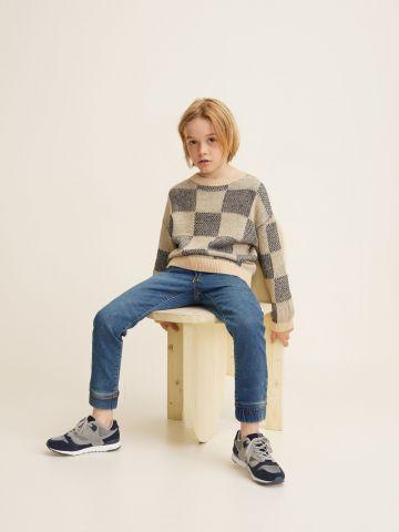 ג'ינס בגזרה ישרה עם מנג'טים בסיומות / בנים