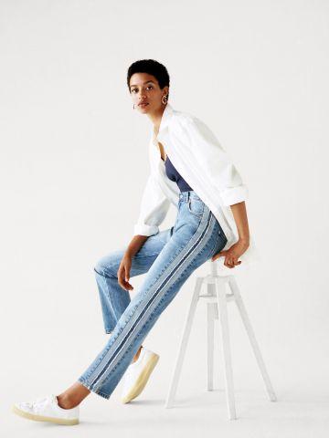 ג'ינס בגזרה ישרה עם פסים בצדדים