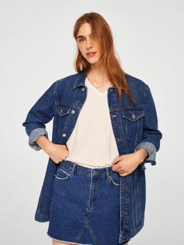 חצאית ג'ינס מיני עם סיומת פרומה של MANGO