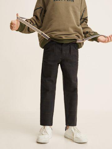 מכנסי צ'ינו בהדפס משבצות עם רצועות שלייקעס של MANGO