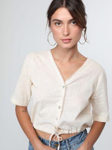 חולצת קרופ מכופתרת עם עיטורי תחרה