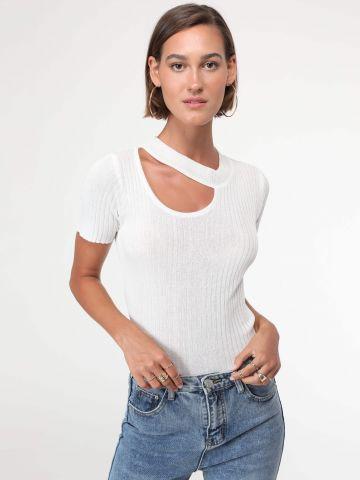 חולצת סריג עם פתח בחזית