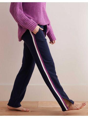 מכנסי טרנינג מתרחבים בעיטור פסים ושסע בצדדים