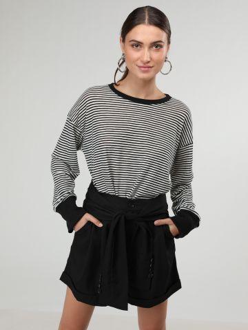 מכנסיים קצרים מחויטים עם דיטייל קשירה