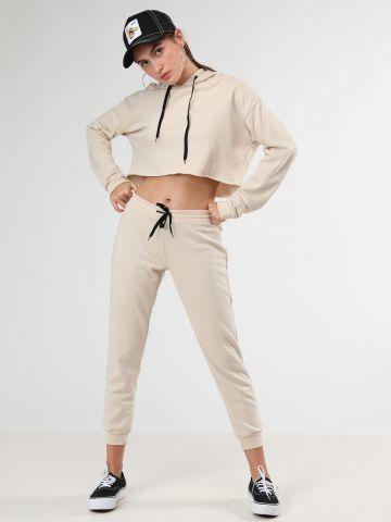 מכנסי טרנינג עם מנג'טים בסיומת