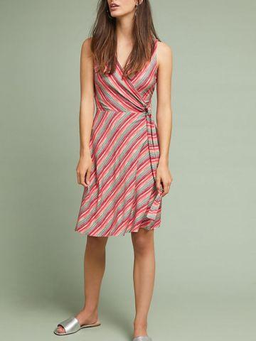 שמלת מיני מעטפת בהדפס פסים עם קשירה במותן