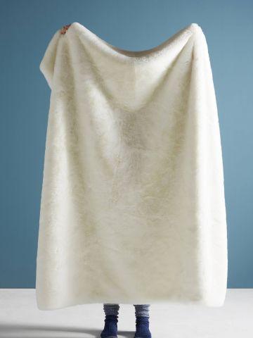 שמיכה פרוותית גדולה