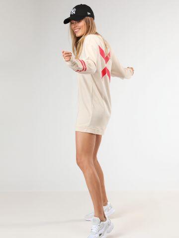 שמלת סווטשירט מיני עם הדפס איקס בגב