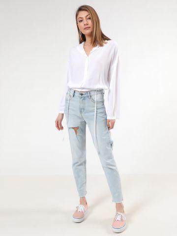 ג'ינס בשטיפה בהירה עם קרעים