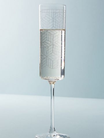 כוס יין עם הדפס גיאומטרי