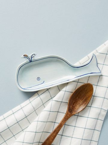 כלי לכפות בישול מחרסינה בצורת לוייתן