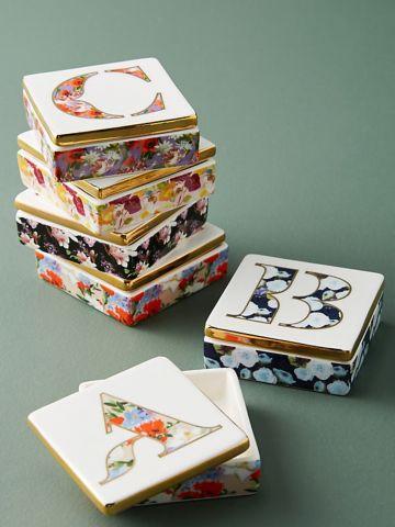 קופסת תכשיטים עם ציורי פרחים / K של ANTHROPOLOGIE