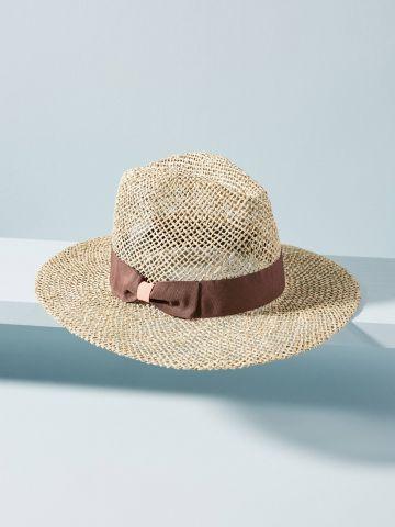 כובע קש בעיטור פפיון