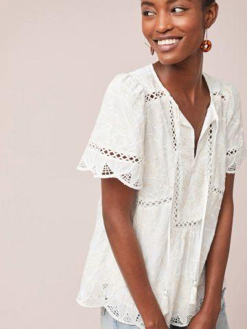 חולצת תחרה עם עיטורי רקמה וגדילים