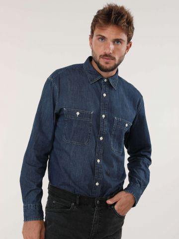 חולצת ג'ינס מכופתרת עם כיסים בחזית