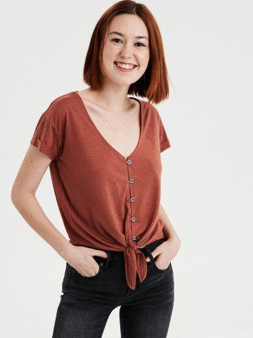 חולצת טי שירט עם כפתורים בשילוב קשירה
