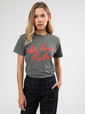 טי שירט בהדפס Let love rule