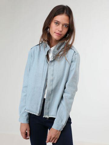 ג'קט ג'ינס עם רוכסן וסיומת פרומה