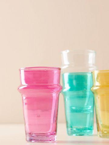 כוס זכוכית צבעונית קטנה לשתייה קרה