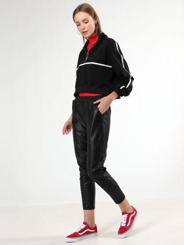 מכנסיים ארוכים דמוי עור עם כיסים