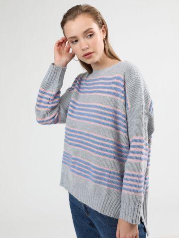 סוודר פסים עם סיומת אסימטרית