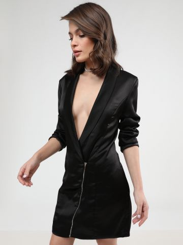 שמלת מיני סאטן בלייזר עם מפתח וי