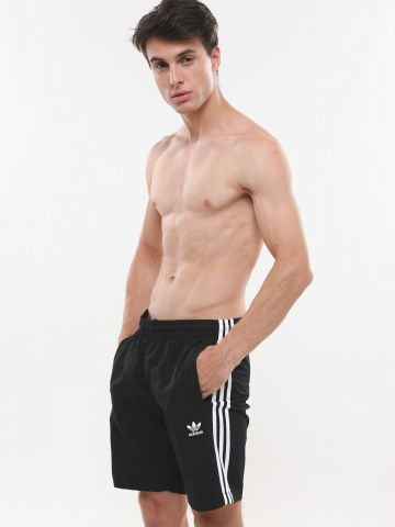 מכנסי בגד ים עם שלושה פסים