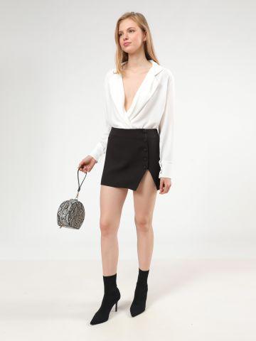חצאית מיני עם כפתורים ושסע