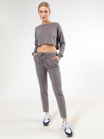 מכנסי טרנינג עם תפרים בולטים