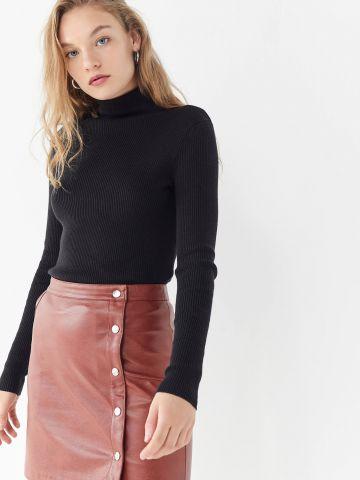 חצאית מיני דמוי עור עם כפתורי תיק תק UO