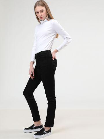 ג'ינס בגזרה גבוהה של UNIQLO