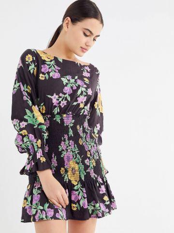 שמלת מיני בהדפס פרחים עם כיווצי גומי UO