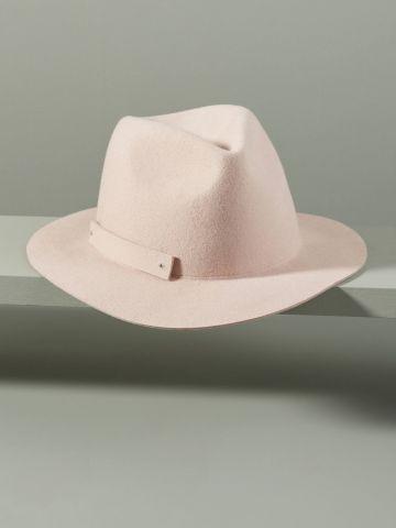 כובע צמר רחב שוליים