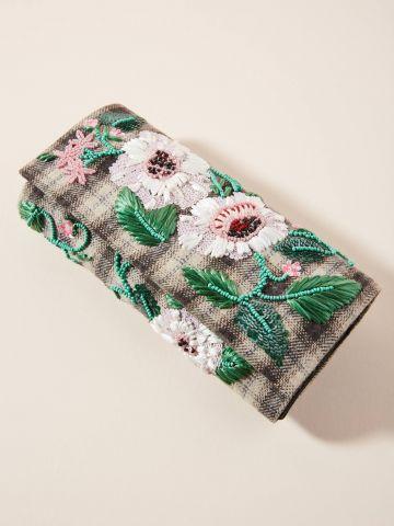 תיק קלאץ' מלבני עם עיטורי פרחים וחרוזים של ANTHROPOLOGIE