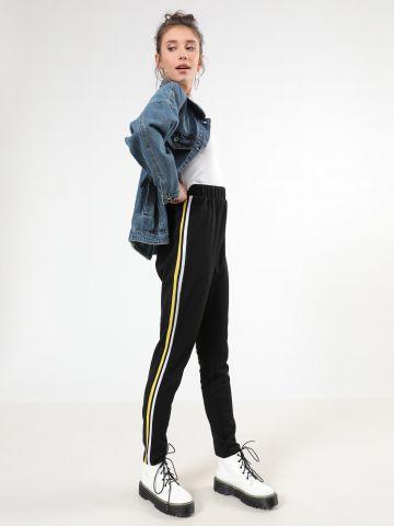 מכנסי טרנינג עם סטריפים בצדדים