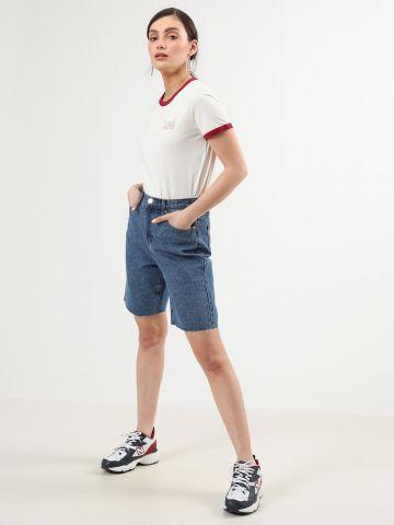 ג'ינס בויפרנד קצר עם סיומת גזורה