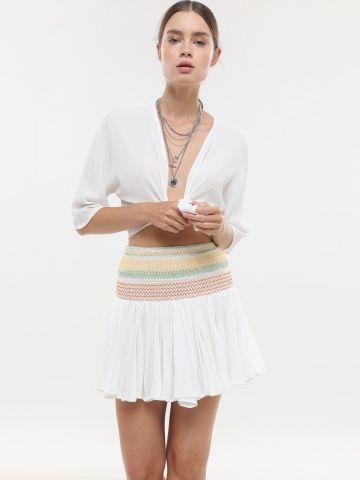 חצאית מיני עם כיווצים ועיטורי רקמה