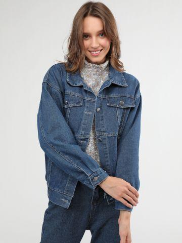 ג'קט ג'ינס בעיטור תיפורים בולטים וכיווצים בסיומת