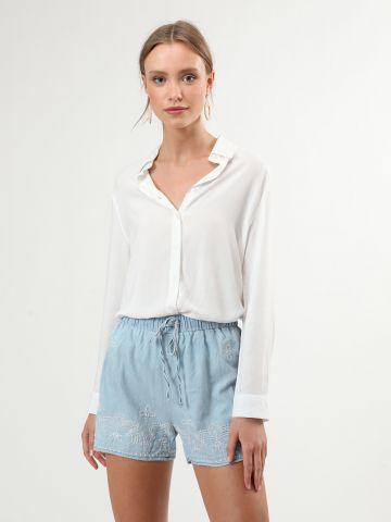 מכנסיים קצרים עם עיטורי רקמה